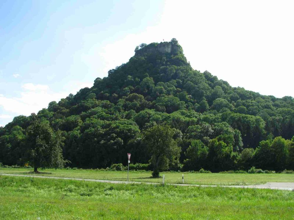 Hohenkrähen 644 mü. NN    Sagenumwobene Geschichten kreisen um den Burggeist Poppele.