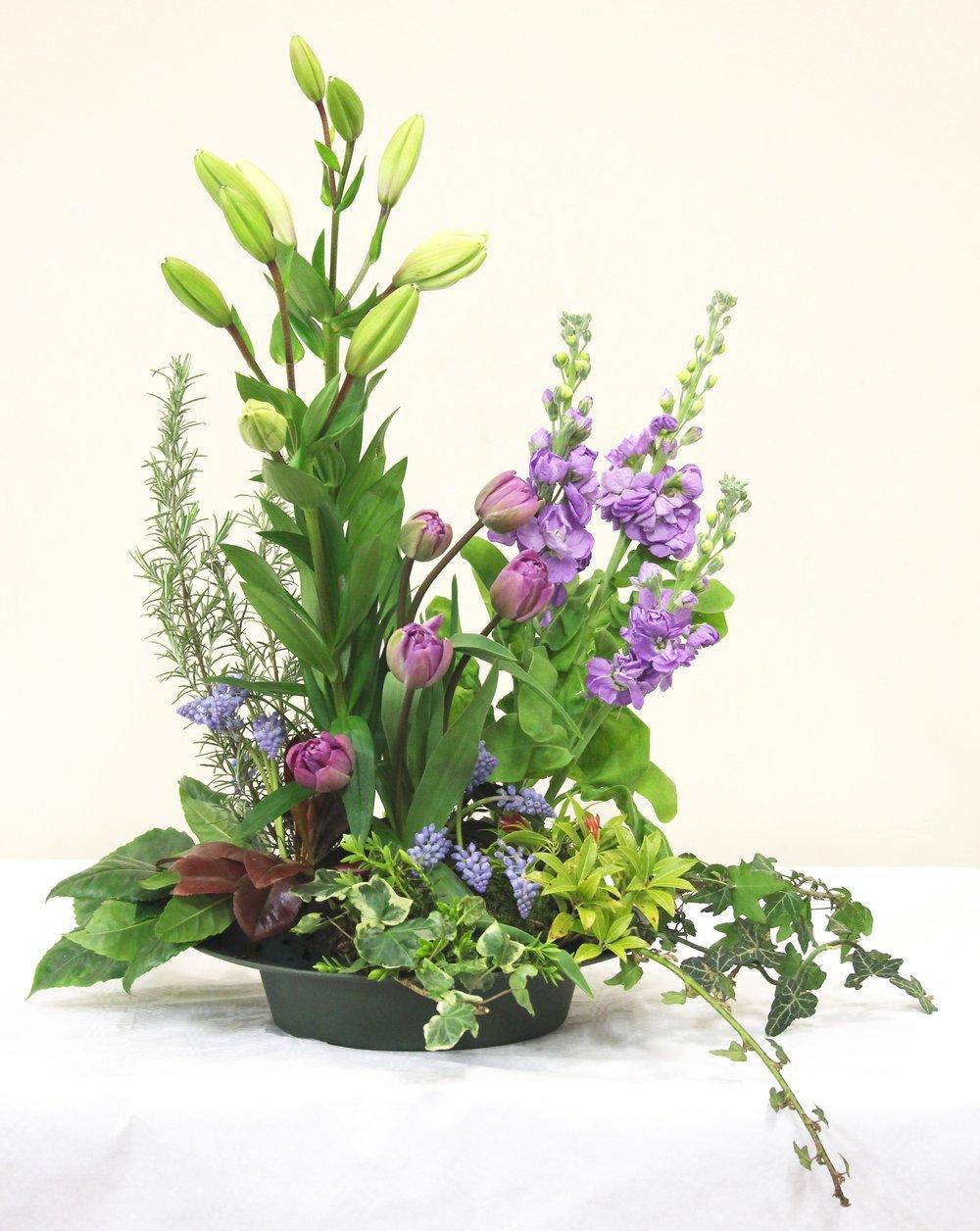 Lillian 'La prosecco'. Tulips 'Parrot prince', Muscari armeniacum, Matthiola figaro 'Lavendel',and Rosmarinus.