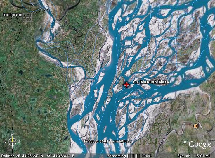 Herover ses en cirka placering af øen i Brahmaputra-flodens løb.