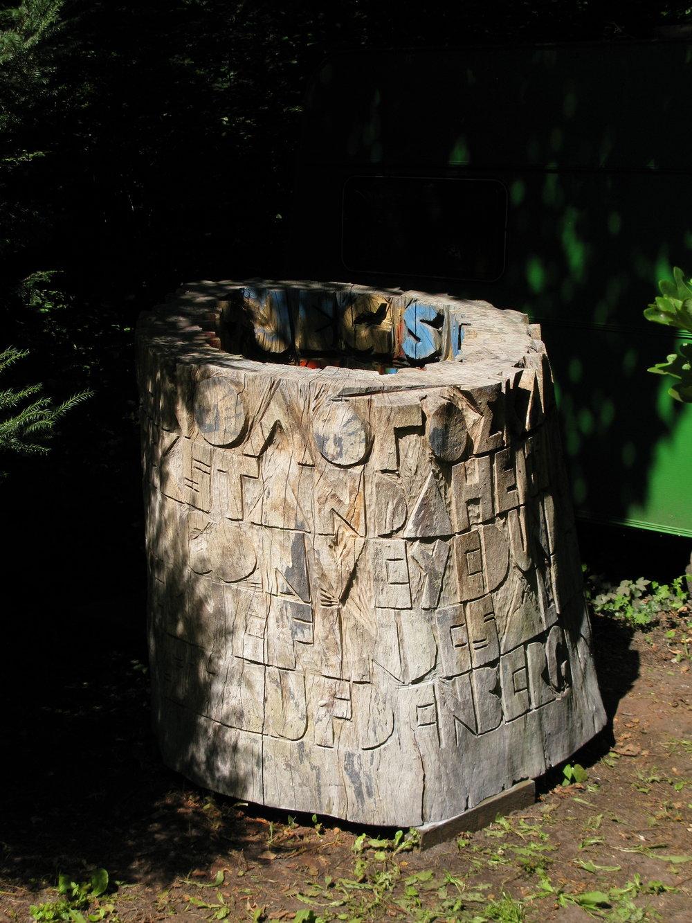 Efter at være udstillet I Århus bymidte, langs Aarhus Å i 2009 står skulpturen her opmagasineret ved mit atelier i Marselisborg skov indtil udstillingen i Grimstad.