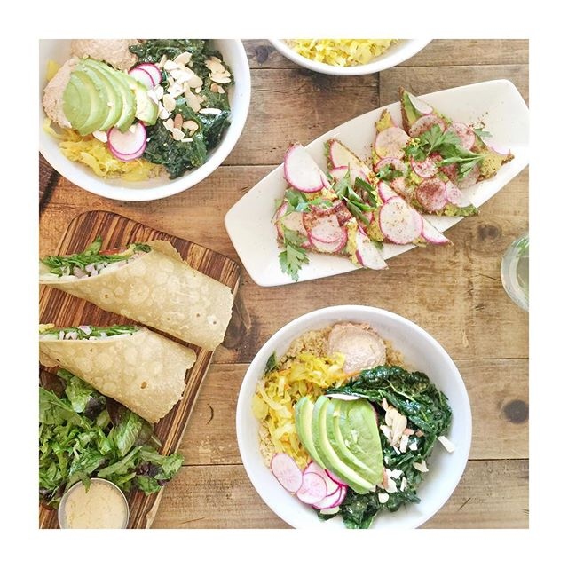 Delicious exquisite lunch today with beautiful people 💕 @thesourcecafeHB @yvonne_deliciously_vegan @anniejaffrey @sweetsimplevegan @veganfatkid @glutenfreewithemily #thosewhogetfattogetherstaytogether 🙊 #veganlife #realfood #plantbasedfamily #poweredbyplants #life #love #la