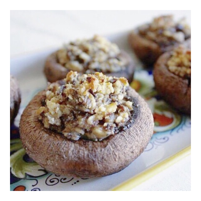 Hey everyone! My sweet vegan friend @yvonne_deliciously_vegan is hosting a free, hands-on Wraps Class this week!  Her class is at Whole Foods in Torrance this Thursday, the 18th. for all my local friends, you won't be disappointed! Her food is delicious, nourishing, and full of flavor. Just look at those stuffed mushrooms 🙈🙈😋😋👌 Make sure to register on the Whole Foods Torrance website! #healthyliving #glutenfree #lifestyle #love #la #torrance #poweredbyplants #pure #plantbase #organic #realfood #raisethebar #raw #love #grateful #comidasana #fresh #vegansoflosangeles #veganfoodshare #vegan #vidasaludable