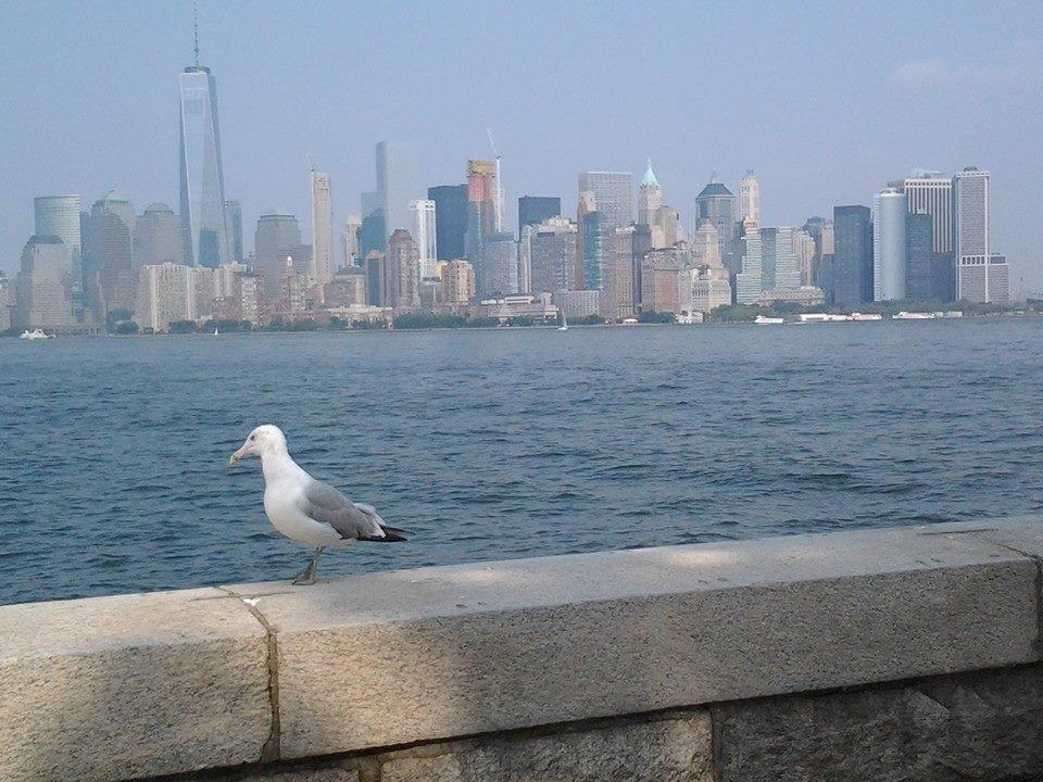 New York vu d'Ellis Island, là où débarquaient les immigrés pauvres rêvant d'Amerique...