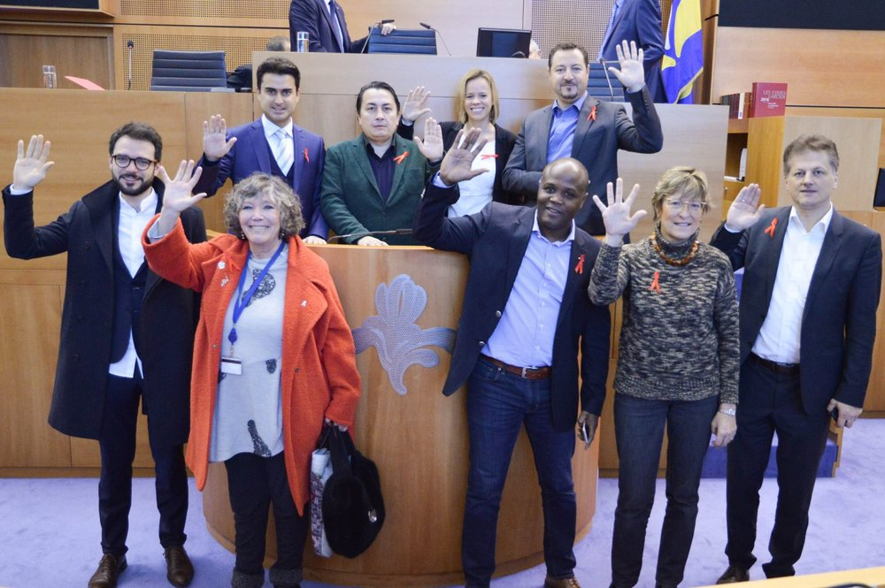 En signe de solidarité aux 16.000 personnes séropositives en Belgique !