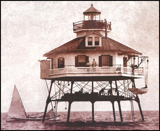 This sepia image of the lighthouse is cira 1907 (photo from D. S. Molher & Sons 1998)