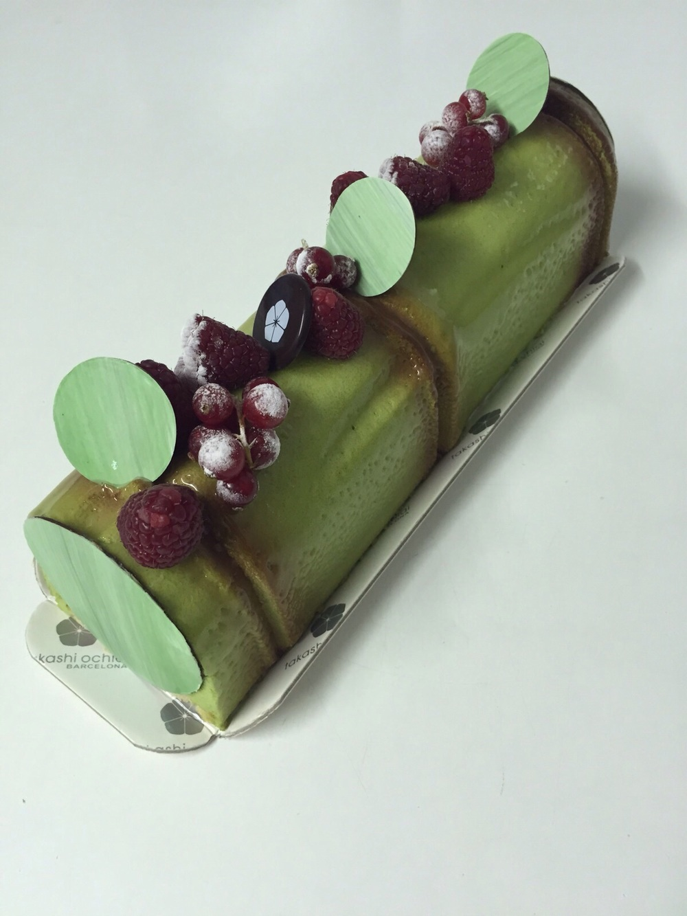 Mousse de xocolata blanca i te verd, coulis de gerds, mousse de xocolata Manjari 64%i pa de pessic de massapà.