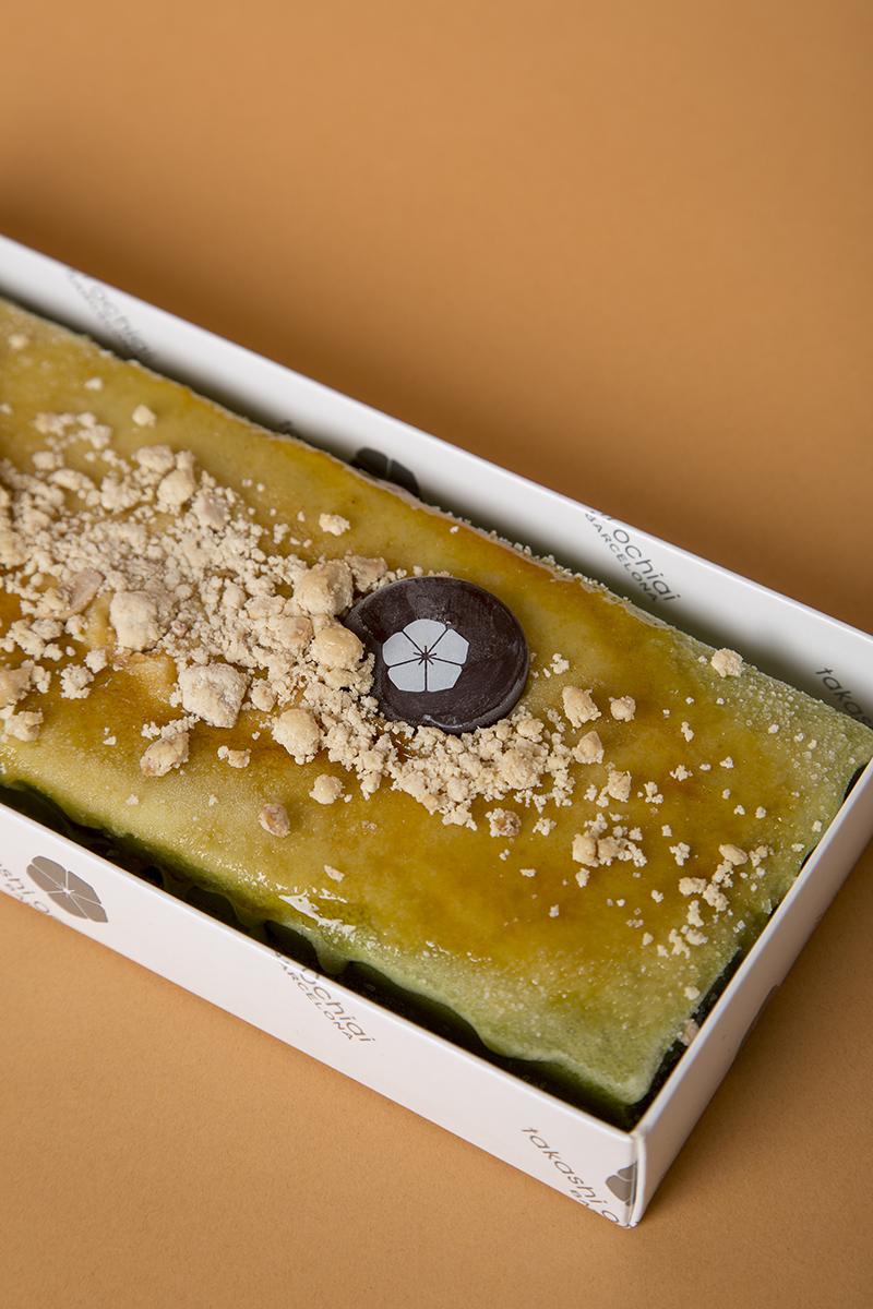 Turrón helado de té verde con yema.