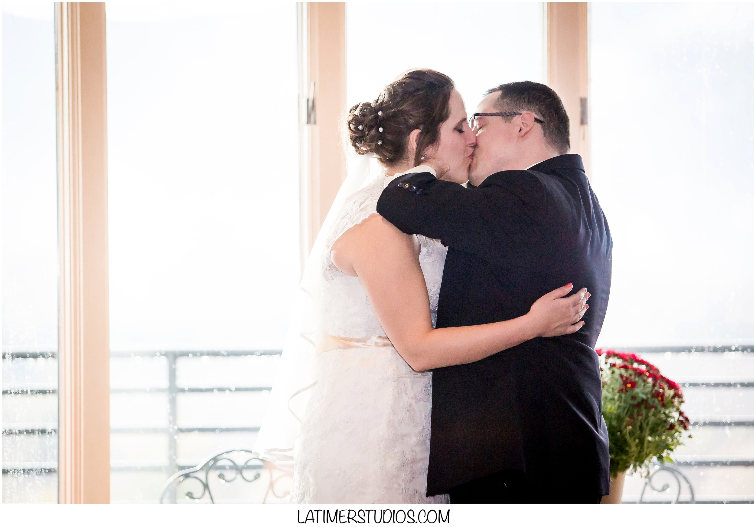 Latimer Studios Photography capturing the first kiss at Red Jacket Mountain View in North Conway, NH