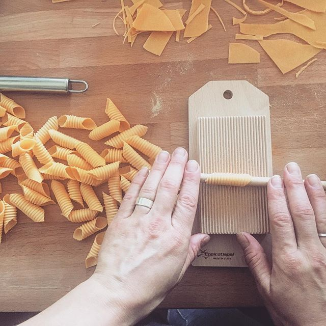 You know it's almost the weekend when @stinkyfishtales has the pasta roller out. #garganelli #orangeyolks