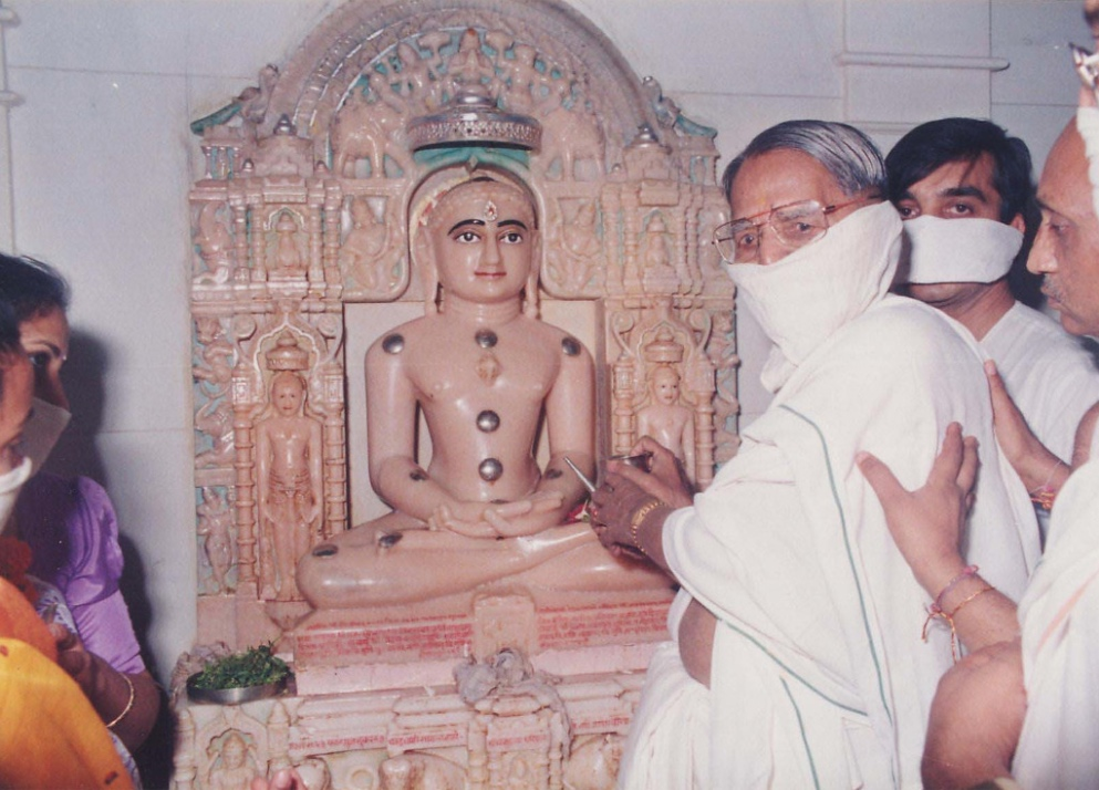 Bapuji doing puja.jpg