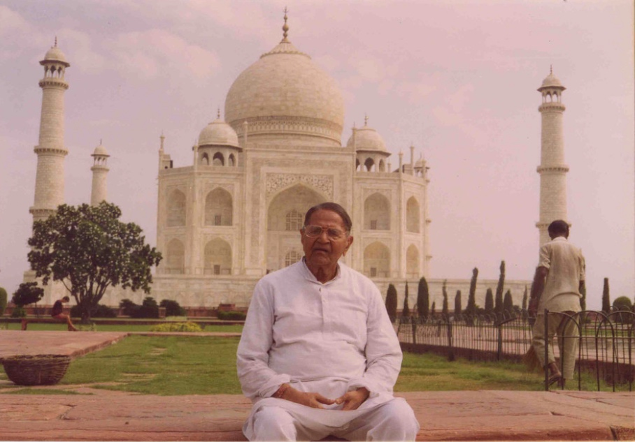 Bapuji at Taj Mahal.jpg
