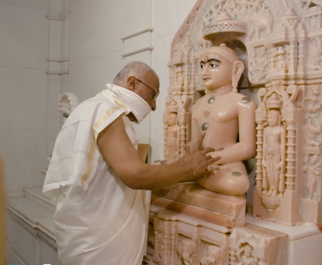 Bhaishree doing puja.jpg