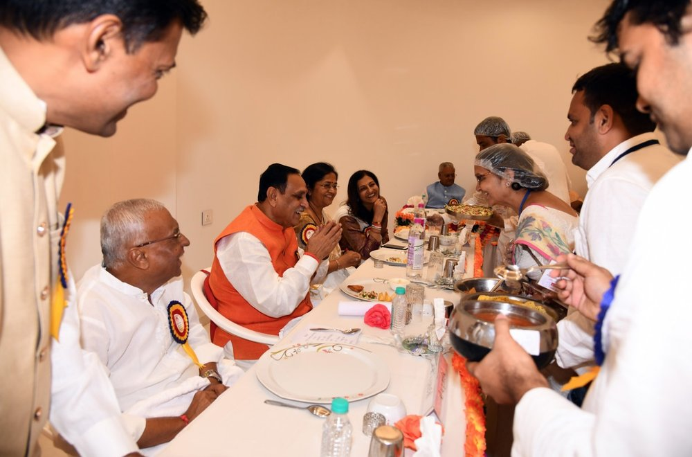 Chief Minister having lunch with Bhaishree