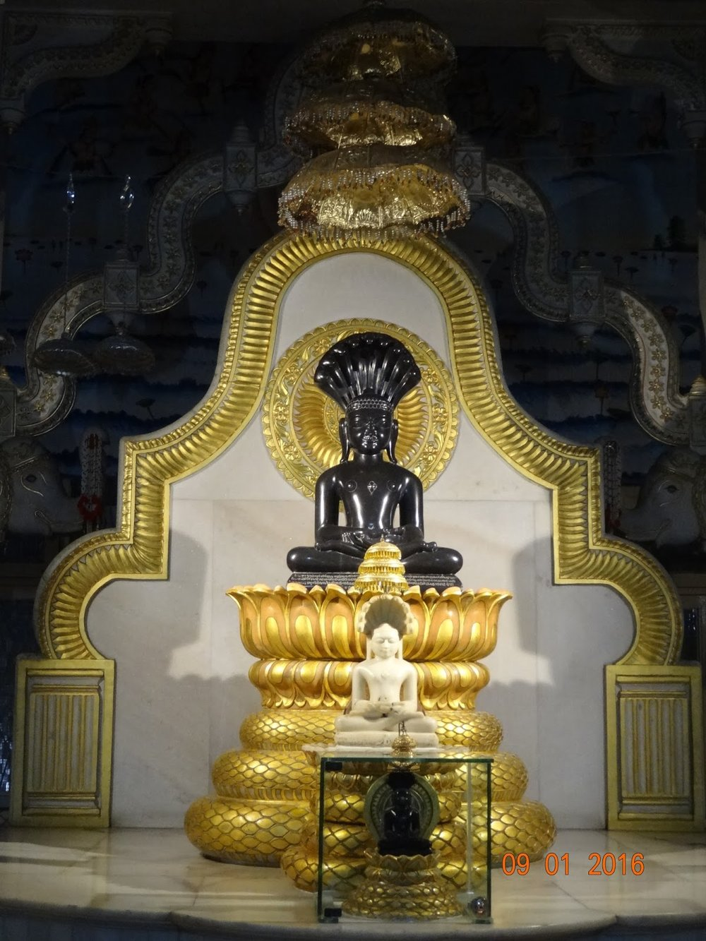 Parshvanath Jain Temple Varanasi.JPG