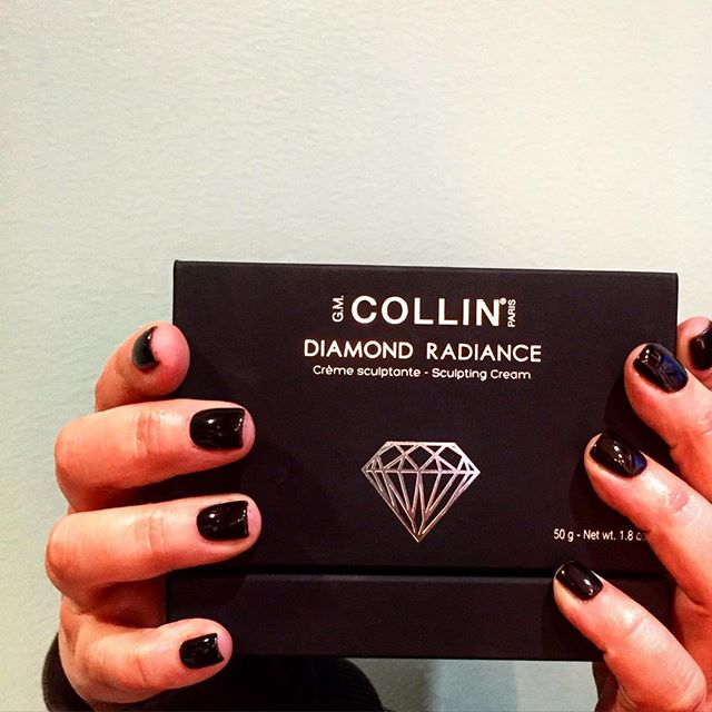 Black is the new black! Have you tried a shellac manicure? Get longer-lasting, chip-free nails! #waxpress #nails #shellac #gmcollin