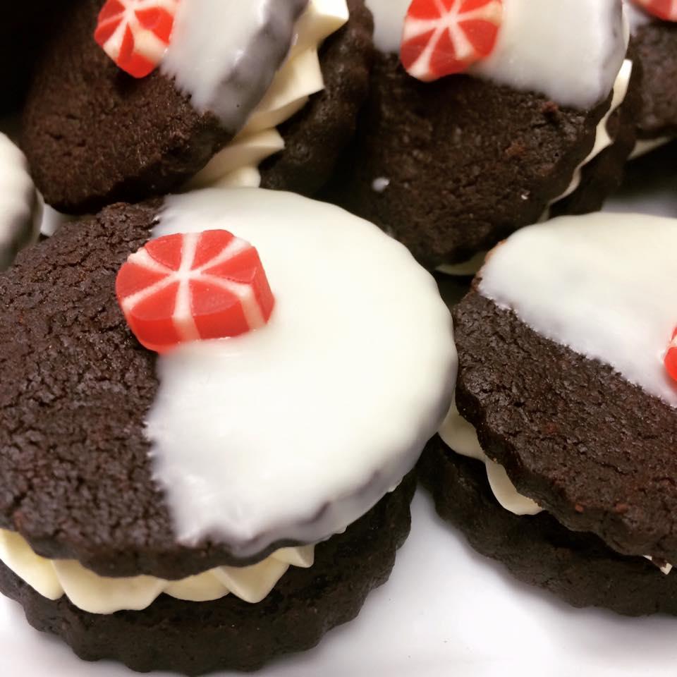White Chocolate Dipped Oreos.jpg