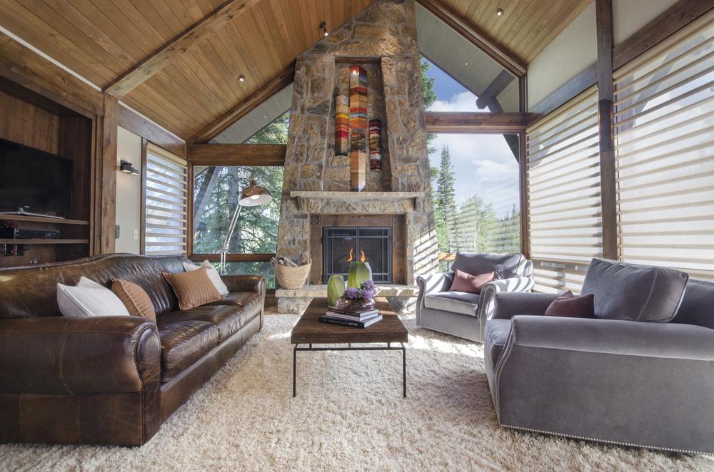 steamboat_pines_living_room.jpg