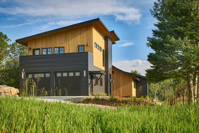 Rumor alexander way interiors 6 30 17 exterior mountain modern farmhouse series