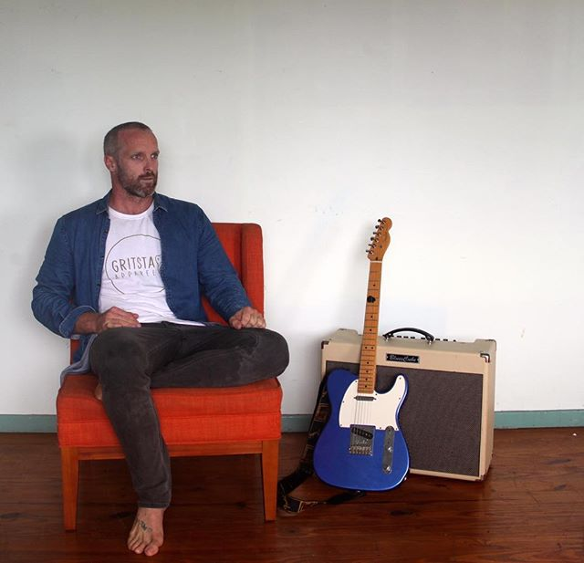 Hello everybody, me and my hairless cranium will be playing this Sunday at Mt Warning Hotel. For anyone keen to venture up to Uki for the arvo I'm on 2-5pm, gonna be displaying all my tricks for this one, loops/solos/covers/originals give me a hola if need some more deets ... happy Wednesday evening 😁 #fender #telecaster #roland #gritstaapparel #ballifornia #byronbay #mtwarning #newhaircut #maton #blues #acoustic #looping