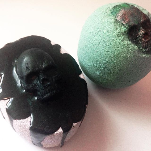 Hello to new followers! Thanks so much for all the kind words and attention! We'll be cooking up more bombs this week, though we're still playing with the shape! Any thoughts? 💀🖤💀#bathbomb #vegan #skull #bathbombs #lush #soapshare #gothgoth #vegansoap