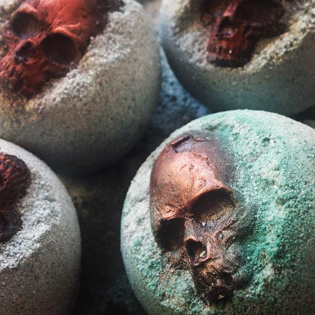 When I die, Satan is going to make me work in the bath bomb department. 🤘😩🤘#bathbomb #iloveyabutihateya #theskullsarecocoabutter #gothgoth #skull #lush #cernunnos #heavymetal