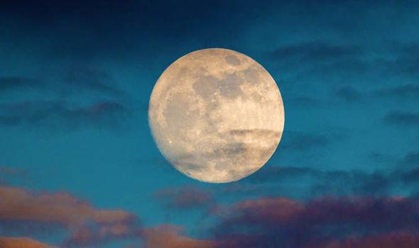 Strawberry-Moon-2018-meaning-name-June-full-moon-explained-979797.jpg