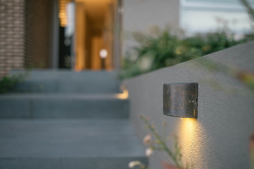 front entrance outdoor lighting