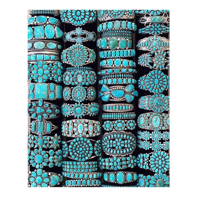 These beauties are mostly from Navajo Nation!... a few Zuni pieces maybe... . #santafeindianmarket happening now.  @shiprocksantafe . . . #navajo #turquoise  #newmexicotrue #purenm  #santafe #newmexico  #newmexicotrue  #stayandwander  #exploretocreate  #simplysantafe #nmlife  #somewheremagazine  #nothingisordinary  #bracelets