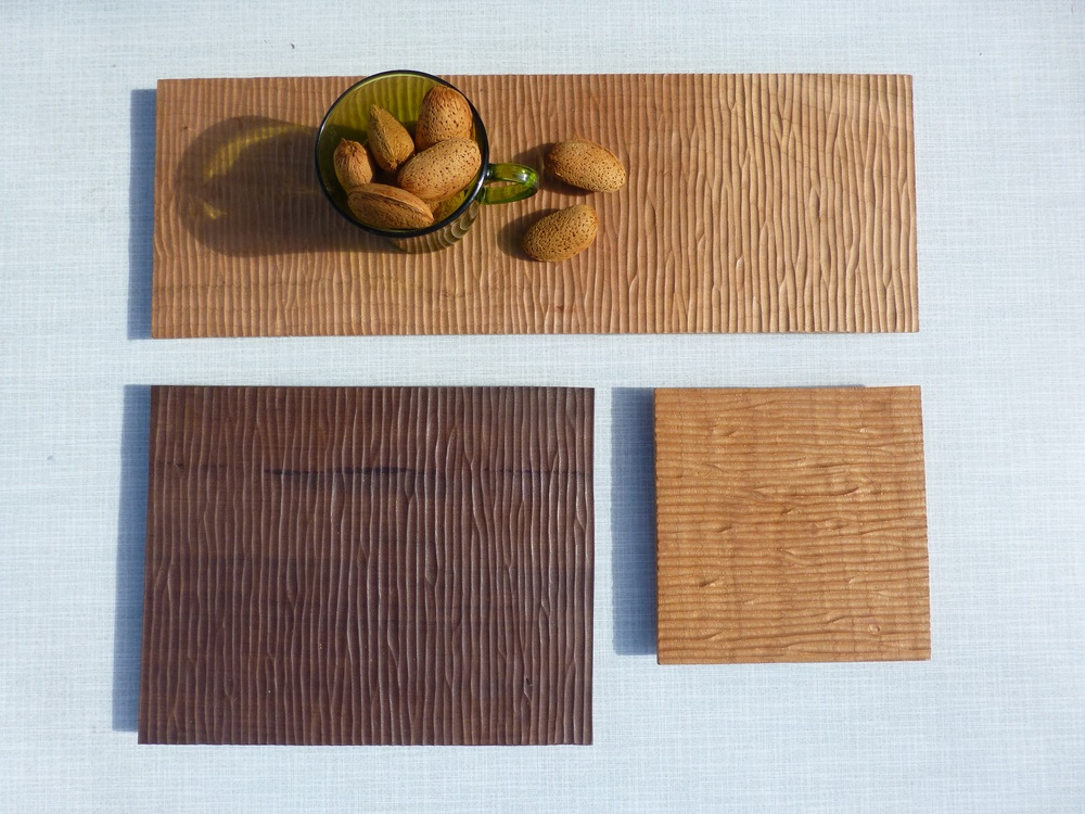 Almond display. Food safe. Mansonia wood and cherry wood. /  Almendras sobre bandeja de madera de cerezo y mansonia. Acabado inocuo.