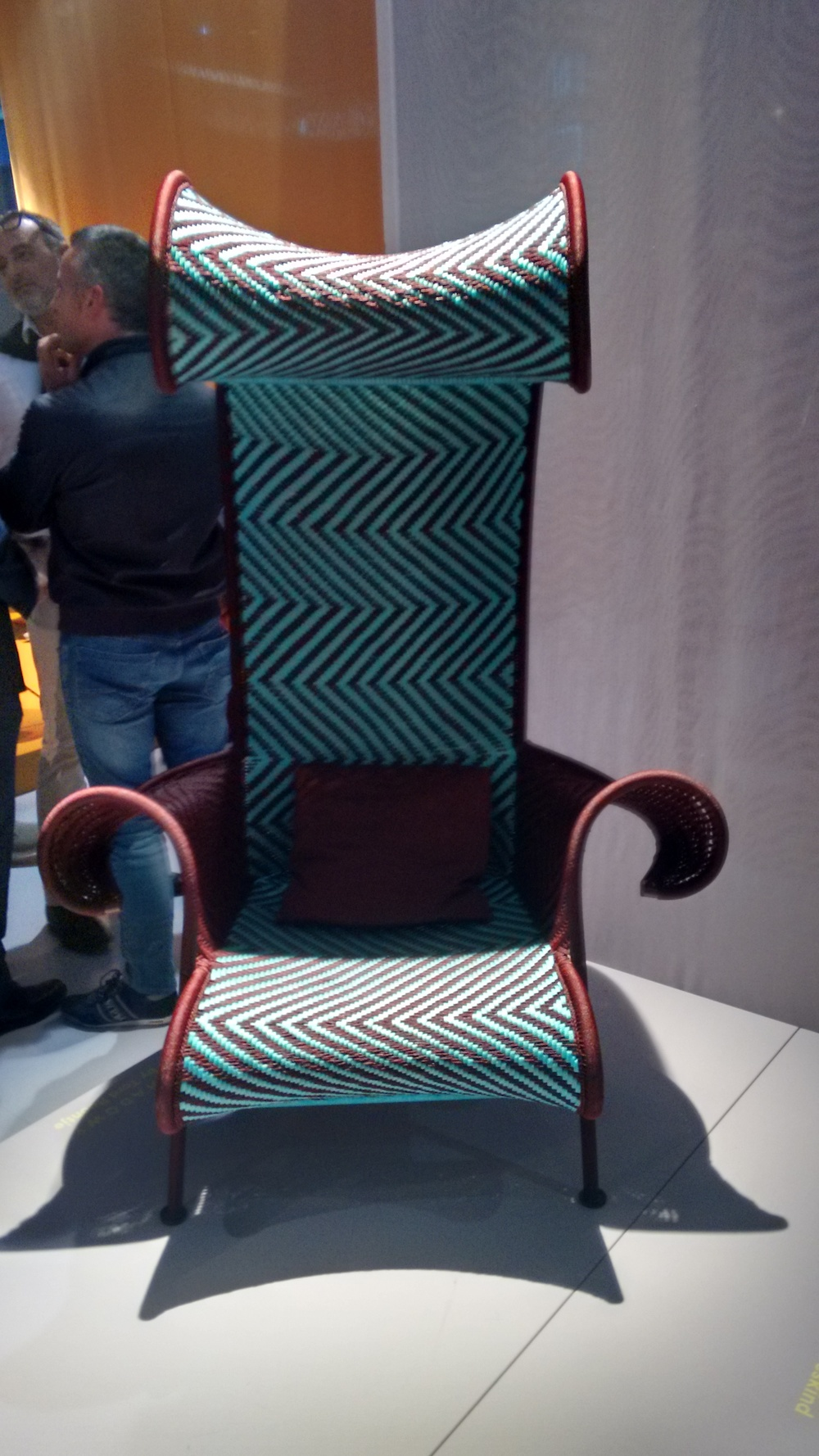 The M' Afrique collection from Moroso was a welcome addition to the fair, using brightly colored woven threads in a variety of pieces. /  La nueva colección M'Afrique de Moroso destacó sobre las tendencias por la originalidad de sus tejidos y sus colores chillones.