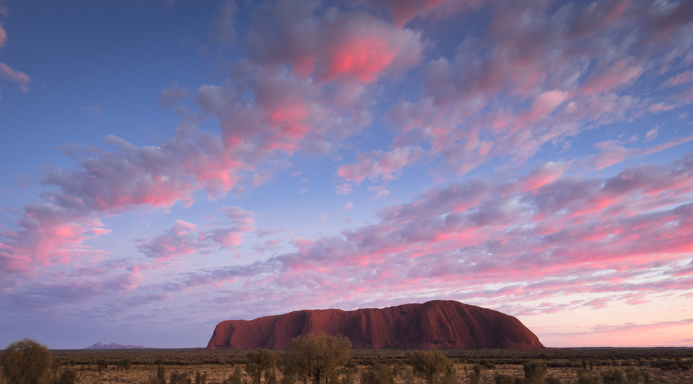 Mind blowing sunrise with Kata-Tjuta in the distance (click to see larger version)