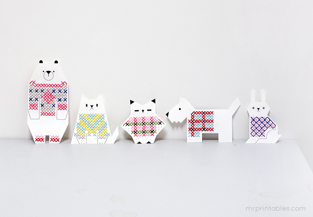 ANIMAL CROSS STITCH - FREE PRINTABLE - MR PRINTABLES.     Stitch jumpers unto these lovely paper animals with this charming stitch kit.   Download here  .