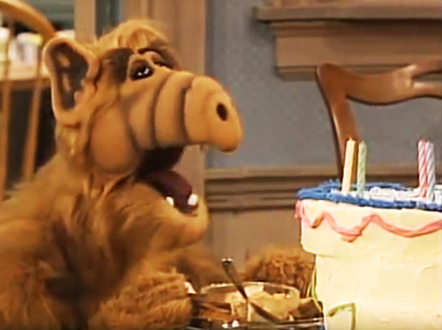 Alf. For your eyes only, 1986. When Alf decorated a cake with toothpaste and put Play-doh in the pâté. Watch it here.
