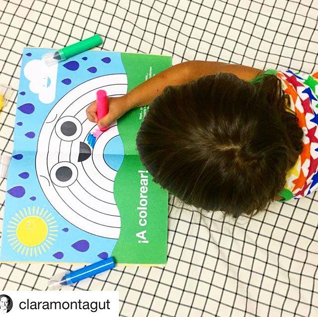 ¡Bien! Cómo nos alegra ver que Dot llega a vuestras casas. ¡Gracias @claramontagut por esta foto tan bonita! Y es que como veis... Pantonín ha perdido sus colores... ¡A por ellos! #holadot #bienvenidosalmundodedot #dotyloscolores #revista #creativa #niños #creatividad #kids #mags