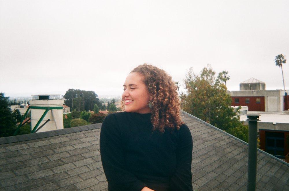 Jacqueline sur le toit.