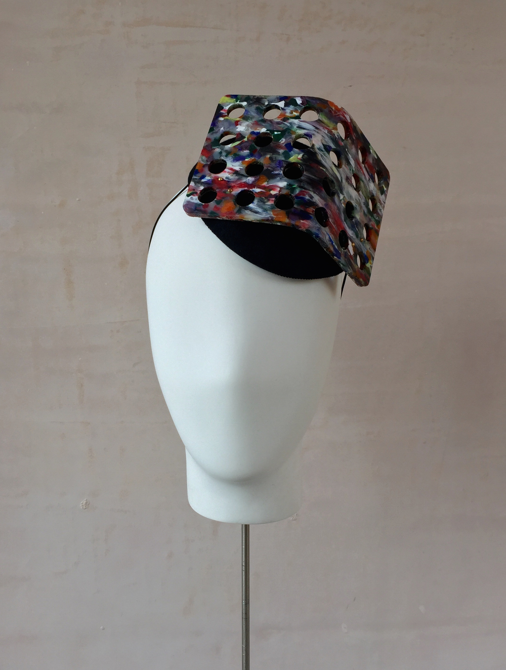 Recycled Plastic V Percher
