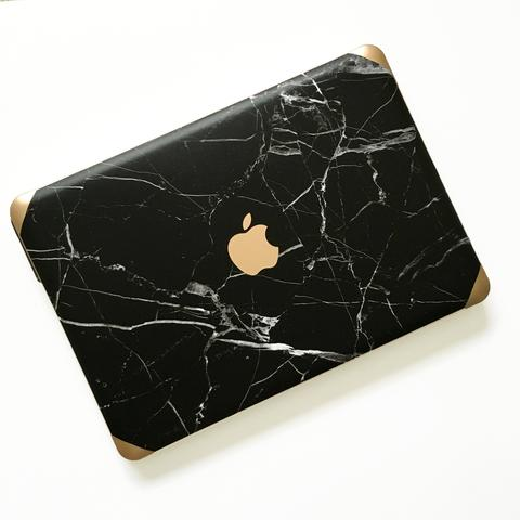janet gwen designs black marble laptop case