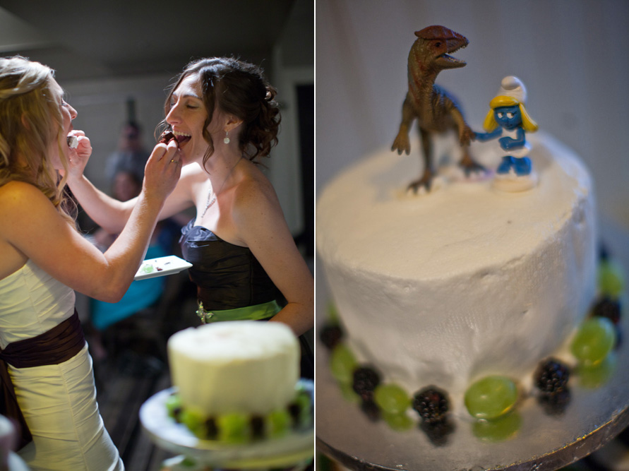 I am in LOVE with these cake toppers! :)