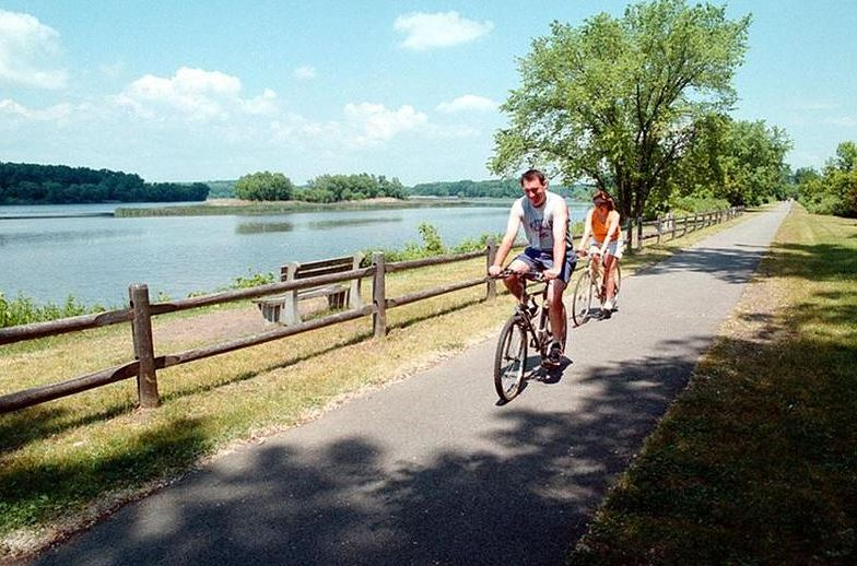 Couple Riding with Erie Canal Bike Tours