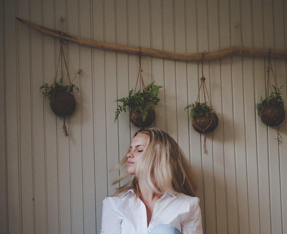 adult-beautiful-blond-hair-1117054.jpg