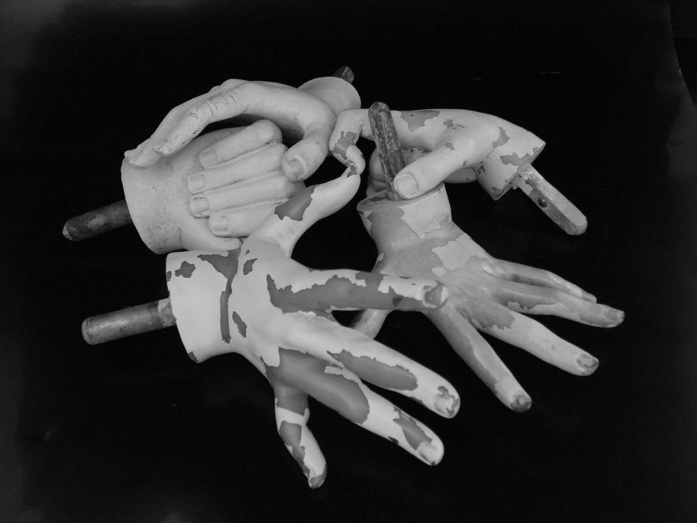 HAND VO.JPG