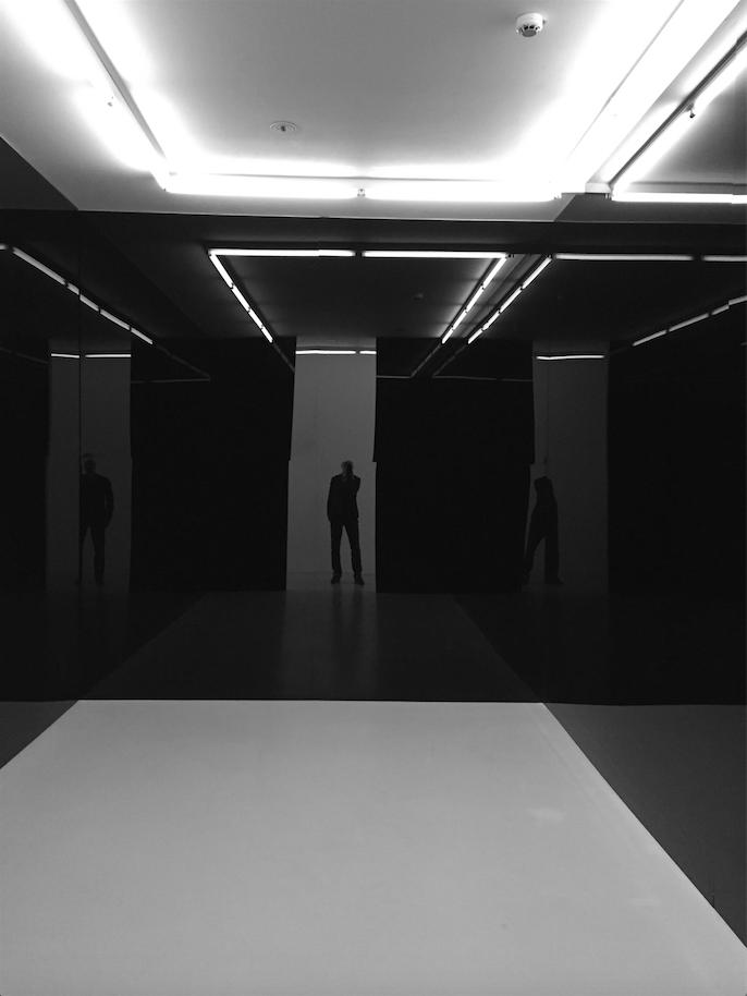 Espace miroir noir, 1963
