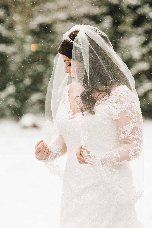 snowy-wedding-day-bride.jpg