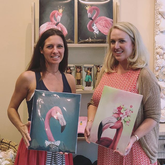 Come flamingle with us 💕🎨 @hawaiiansoapco is the featured #popup shop in @hydeparkvillage where they are selling @mfs_artist art prints. Amazing smell good soaps, beautifully crafted ukuleles, artwork, woven grass bags and so much more.  #ladiesloveflamingos #tada #supportlocalartists #flamingoart #artforsale #hawaiianstyle #art #hydeparkvillage #tampa