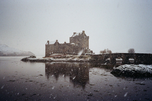 film-grain :      Eilean Donan Castle (2)  (by  Lane #51 )
