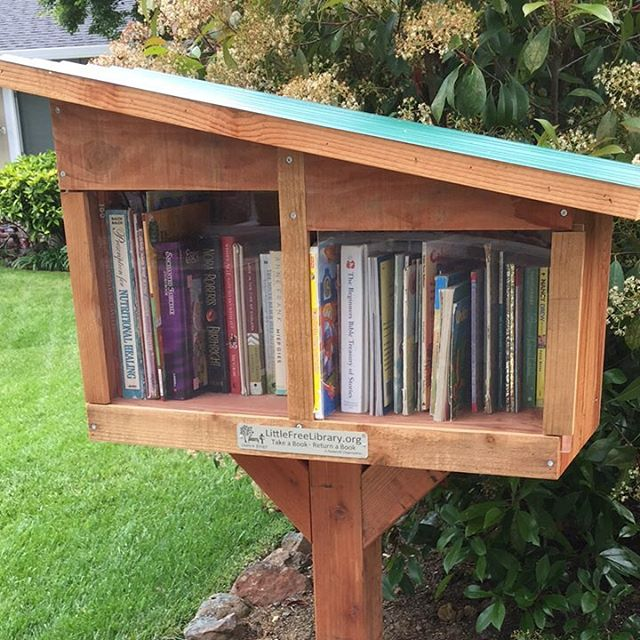 When out for a walk this morning I discovered a new neighborhood little free library. It's a great way to reduce & recycle books that would otherwise clutter up. Find one or start one in your neighborhood.