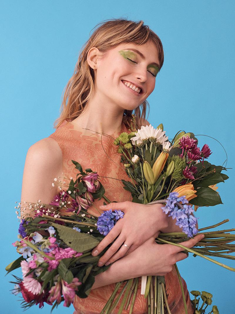 LADYGUNN-170115_EMMA_ELITE_FLOWERS_04_159-copy.jpg