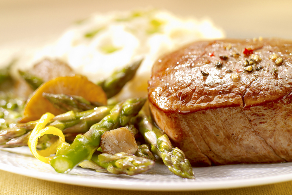 Filet and Asparagus.jpg