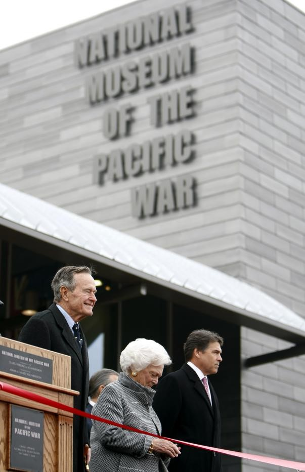 President Bush, recipient of the Naval Order's Admiral of the Navy George Dewey Award in 2002, and Mrs. Bush were honored guests opening the George H. W. Bush Gallery on December 7, 2009.