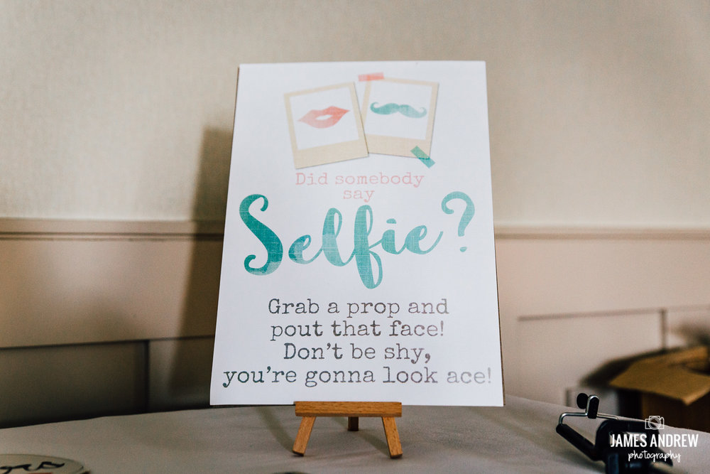 selfie wedding sign